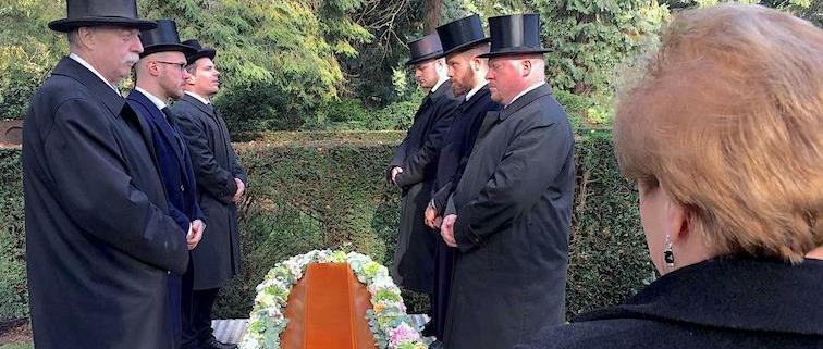 Klassische Trauerfeier mit Freunden und dennoch individuell bleiben ... und nicht komplett die eingefahrenen Wege gehen.